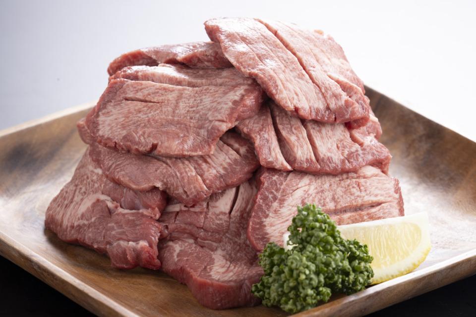 【父の日ギフト】送料込 アメリカ産厚切り牛タン焼肉用(総量400g)